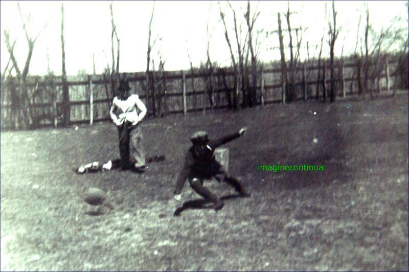 Meci de antrenament la Braila cu o poarta improvizata in timpul celui de-al doilea razboi mondial