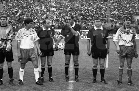Finala Cupei Romaniei 1993 Dacia Unirea Braila vs Universitatea Craiova , de la stanga la dreapta ; Catalin Haisan , Vasile Darie , Mircea Salomir , Emil Sandoi