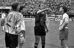 Finala Cupei Romaniei 1993 Dacia Unirea Braila vs Universitatea Craiova in imagine : Catalin Haisan , Vasile Darie , Mircea Salomir , Emil Sandoi